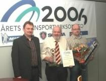 Niels Bomholt modtager orisen for Årets Transport virksomhed i 2006